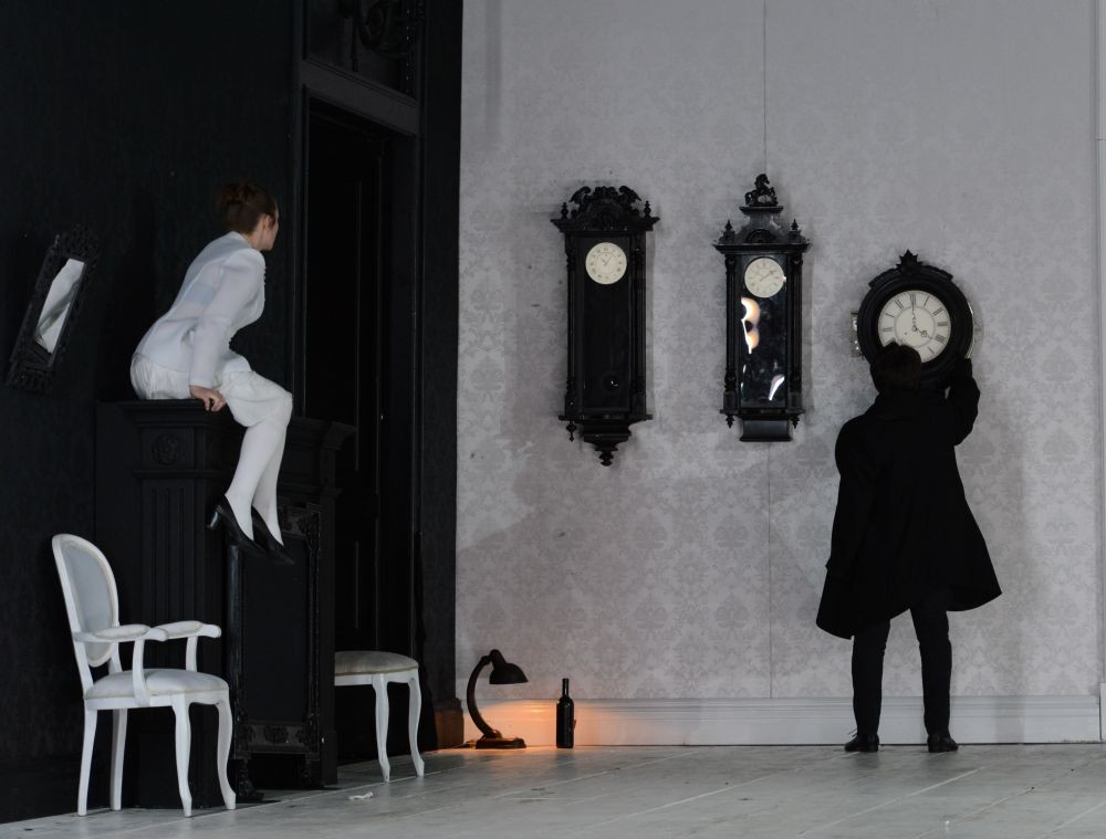 eugen onegin Watch video directed by martha fiennes with ralph fiennes, liv tyler, toby stephens, lena headey in the opulent st petersburg of the empire period, eugene onegin is a jaded.