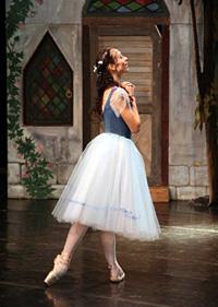 Hermitage Theatre prima ballerina Natalia Toriashvili. Click to enlarge